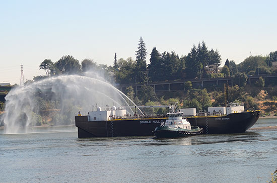 DSC_4556_cropped_barge-services_570x364.jpg